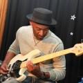 Marcus Miller sur une Fender à la boutique TPLB